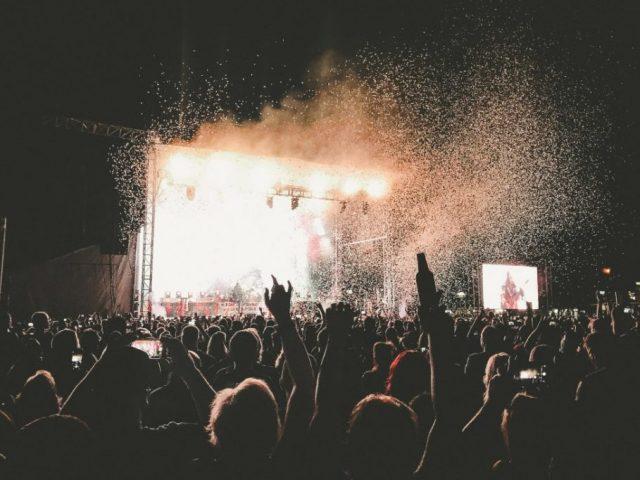 music-festival-stage-1100x733-1024x682.jpg